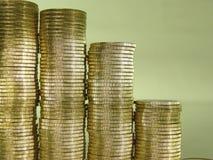 Pila plegable de monedas bajo la forma de cartas Fotos de archivo