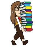Pila que lleva de la muchacha del empollón de libros foto de archivo