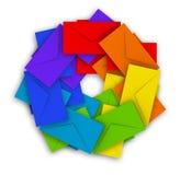 Pila redonda de sobres coloridos en blanco Imágenes de archivo libres de regalías