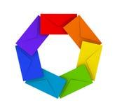 Pila redonda de sobres coloridos en blanco Imagen de archivo libre de regalías