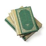 Pila verde de libros y de cubiertas de libro fotos de archivo