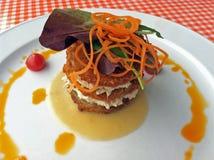 Pila verde frita del tomate con la ensalada del cangrejo Fotografía de archivo libre de regalías