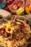 pilaf Мясное блюдо людей централи и Средней Азии, риса, мяса и луков, соответствующих на праздники Nauryz или Navruz, как стоковые изображения rf