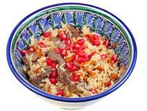 Pilaf asiatico tradizionale con i semi del melograno immagine stock libera da diritti