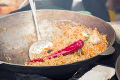 Pilaf caliente en caldera Foto de archivo