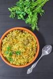 Pilaf con carne de vaca, zanahorias, las cebollas, el ajo, la pimienta y el comino Un plato tradicional de la cocina asiática imagen de archivo libre de regalías