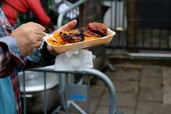 Pilaf de riz de tomate avec la nourriture de rue de poulets photographie stock libre de droits