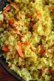 Pilaf delicioso cocinado en una cacerola imagen de archivo libre de regalías