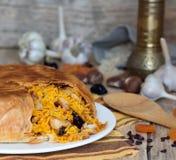 Pilaf en tortillas con las frutas, el ajo y el burberry secados Fotos de archivo