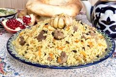 Pilaf - Ostlebensmittel - Reis, Öl, Fleisch und Gewürze stockfotos