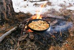 Pilaf sul fuoco fotografie stock libere da diritti