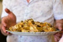Pilaf tradizionale con i tagli di agnello, la cipolla e la carota Fotografia Stock Libera da Diritti