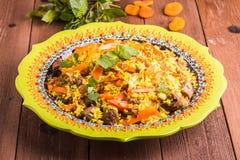 Pilaf turc avec l'agneau, le safran des indes et les épices dans le styl traditionnel Images stock