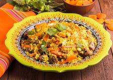 Pilaf turc avec l'agneau, le safran des indes et les épices dans le styl traditionnel Photo stock