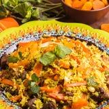 Pilaf turc avec l'agneau, le safran des indes et les épices dans le styl traditionnel Image libre de droits