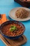 Pilaff är turkisk traditionell mat med bönor och lökar Royaltyfri Bild