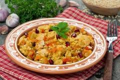Pilaff med höna och grönsaker royaltyfri fotografi