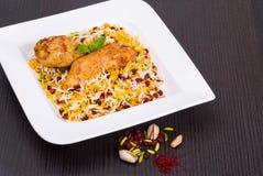 Pilafs do arroz conhecidos como o polo de Zereshk um prato iraniano persa coberto foto de stock