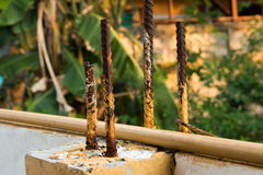 Pilar concreto fuerte con las barras de acero Foto de archivo libre de regalías