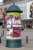 Pilar de publicidad en Varsovia Foto de archivo