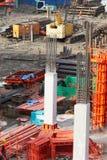 Pilar del cemento del edificio en sitio de la construcción Fotos de archivo libres de regalías