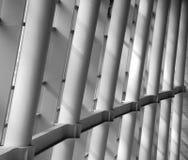 Pilar en el edificio imagenes de archivo
