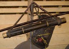 Pilar för att jaga män som använder den Mentawai stammen Arkivfoton