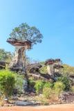 Pilar gemelo de la tierra de la piedra de la seta en el parque nacional de Pha Taem, Ubon Imagen de archivo
