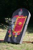 Pilar och målet som en legionär på en historisk stridighet visar Arkivbilder