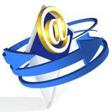 Pilar som cirklar kuvertet, visar e-post Arkivbild