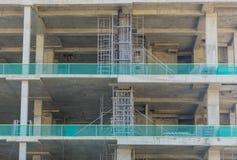 Pilares concretos del solar de la construcción Foto de archivo