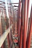 Pilares de acero rojos Imágenes de archivo libres de regalías