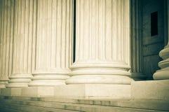Pilares de la ley y de la justicia foto de archivo libre de regalías