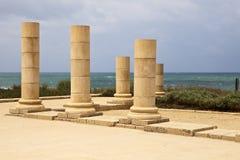 Pilares de piedra en Caesaria Foto de archivo libre de regalías