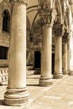 Pilares de piedra góticos Foto de archivo libre de regalías