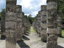 Pilares en Chizten Itza Foto de archivo libre de regalías