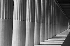 Pilares en las sombras Imagen de archivo libre de regalías