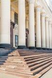 Pilares neoclásicos en la estación Imágenes de archivo libres de regalías