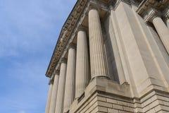 Pilares o columnas de un edificio foto de archivo libre de regalías