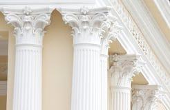 Pilares romanos blancos Imágenes de archivo libres de regalías