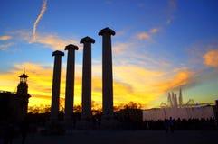 Pilares y puesta del sol de Barcelona Fotos de archivo libres de regalías