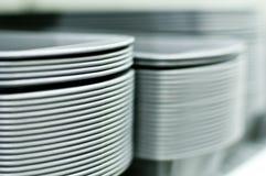 Pilas altas de las placas blancas Imagen de archivo libre de regalías