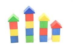 Pilas coloridas del bloque en una fila. Imagen de archivo libre de regalías
