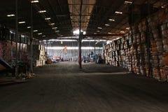 Pilas condensadas de paperwaste en el reciclaje de la fábrica imagen de archivo libre de regalías