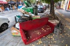 Pilas de basura en el centro de Salónica - Grecia Imagenes de archivo