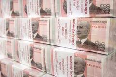 Pilas de 100 billetes de banco del riel de Camboya Foto de archivo