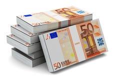 Pilas de 50 billetes de banco euro Foto de archivo