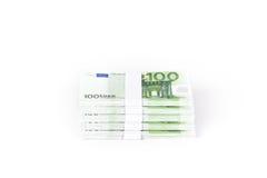 Pilas de 100 billetes de banco euro Foto de archivo