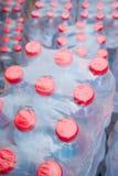 Pilas de botellas de agua Foto de archivo libre de regalías