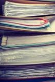Pilas de carpetas con los documentos Fotografía de archivo